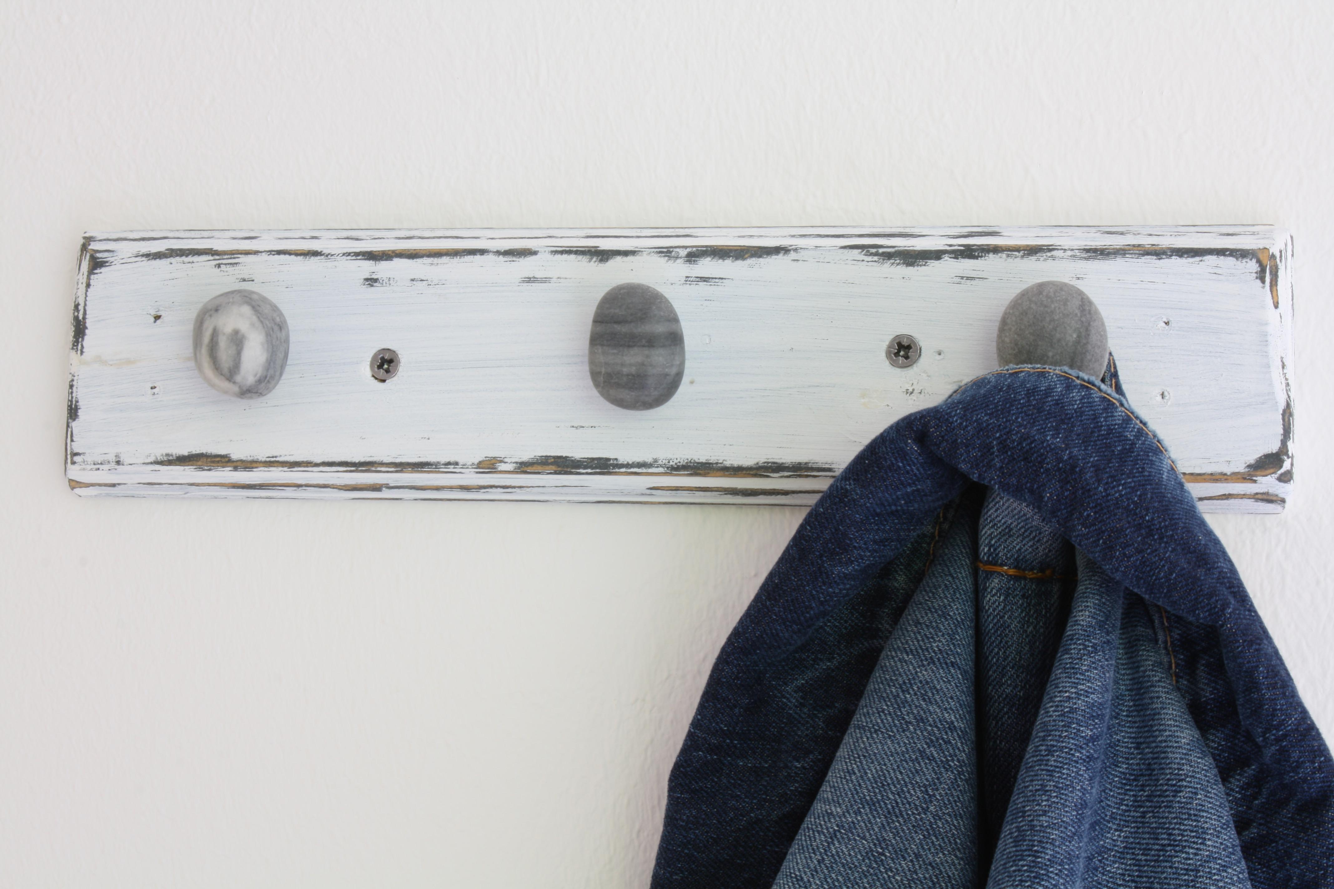 garderobe mit sch nen kieselkn ufen kieselschmuck. Black Bedroom Furniture Sets. Home Design Ideas